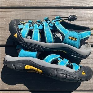 Keen boys blue summer sandals youth size7